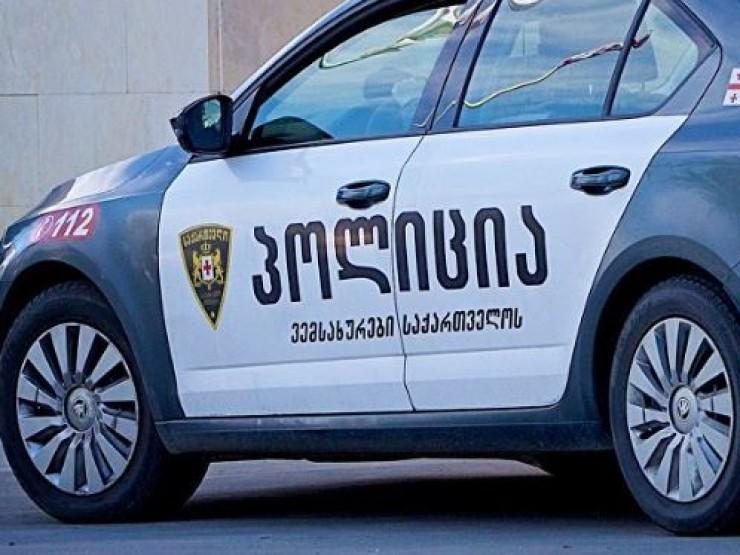 პოლიციელზე თავდასხმის ბრალდებით 41 წლის მამაკაცი დააკავეს